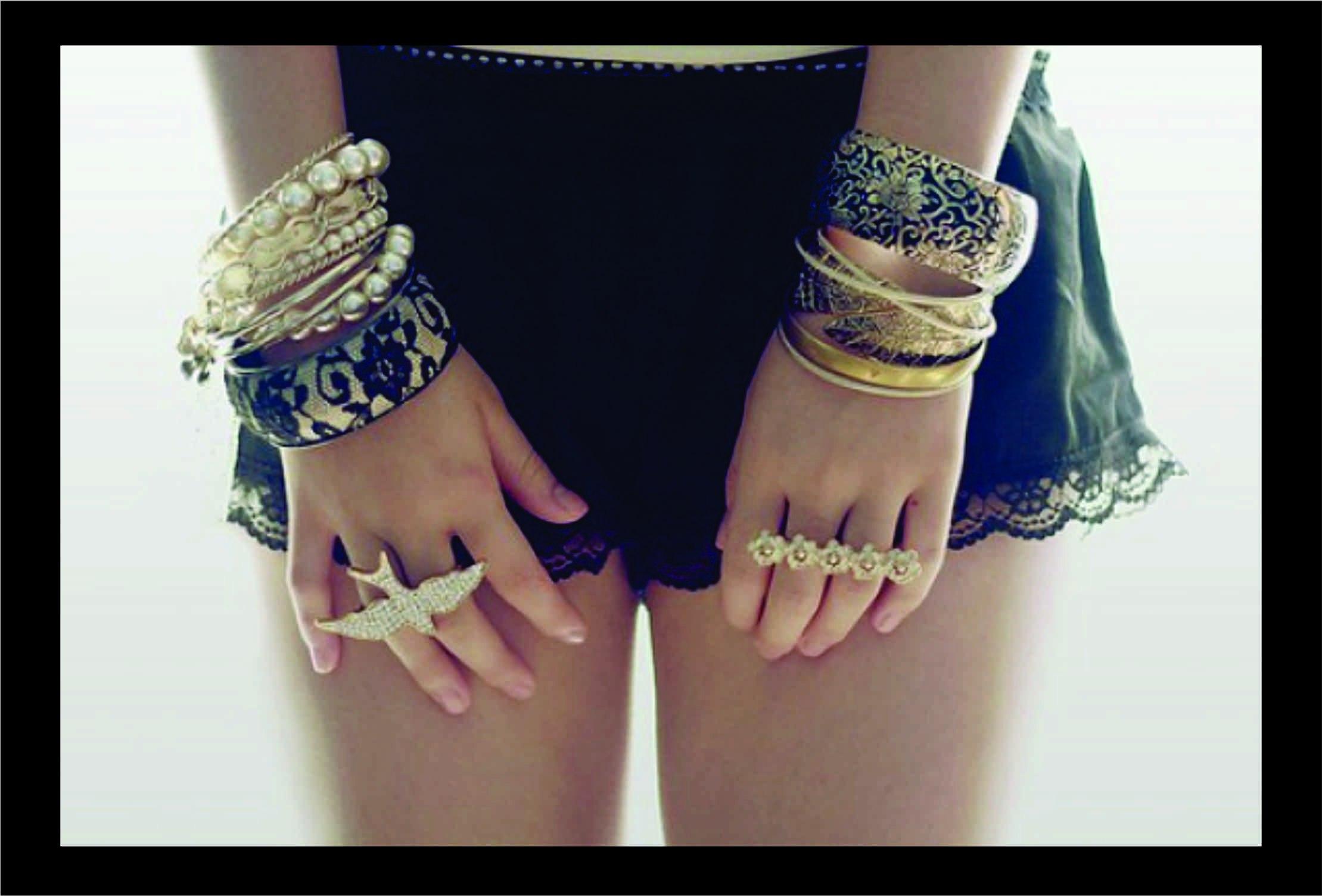 На какой руке носить серебряные браслеты